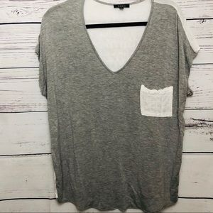 Drew V-Neck Grey and White Top Size Large